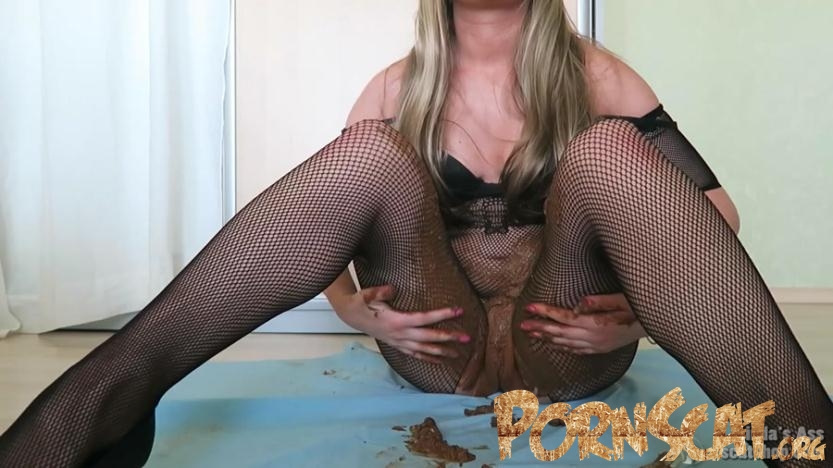 Smearing, Masturbating and Tasting Poop! - Sexyass [FullHD / 2017]