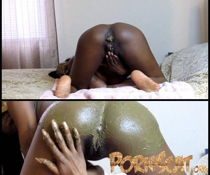 Smearing Shit on my Butt - Silvia [FullHD / 2017]
