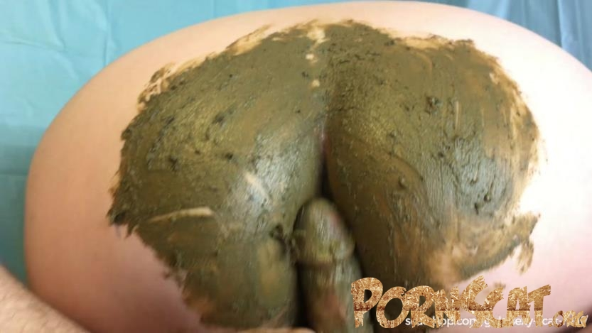 New Years Gift. Pee & Poo Smearing on My Ass with Sexy-Scat-Milf [FullHD / 2019]