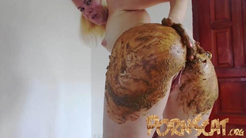 Enema and Huge Poo in Silk Bikini Smearing with MissAnja [HD / 2019]