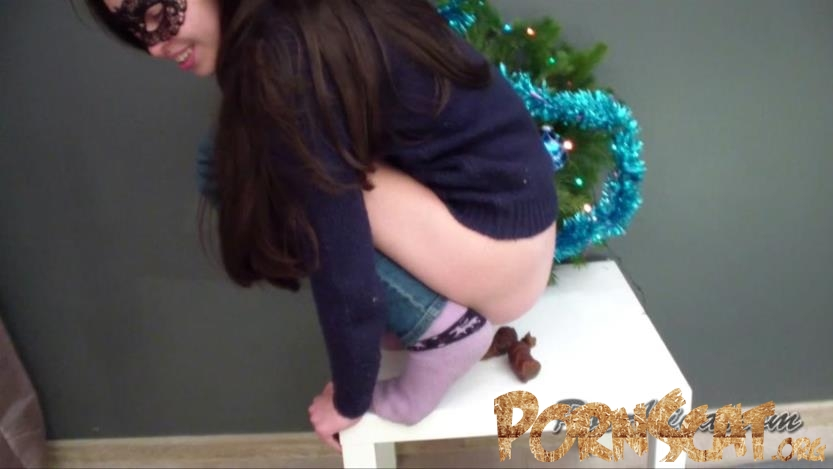Christmas pooping  with Alina [HD / 2019]