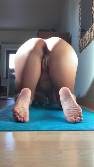 Morning yoga with kinkycat  [UltraHD/2K / 2020]