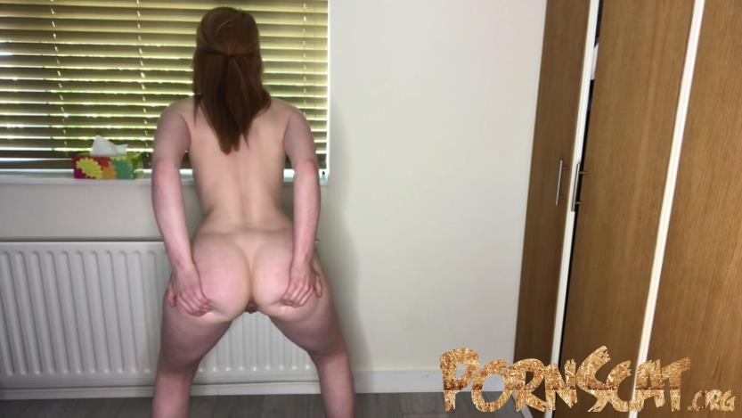 Shitting standing up & offering you poop with Hayley-x-x [FullHD / 2020]