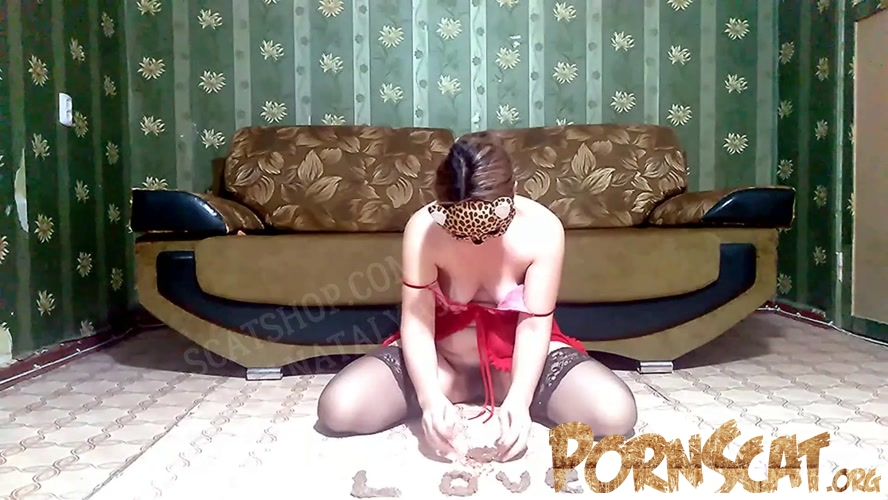 Olga plays with shit [FullHD / 2020]
