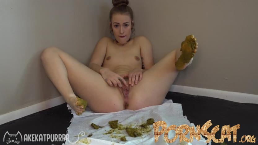 Dirty Foot Cum with MakeKatPurrrr [UltraHD/4K / 2020]