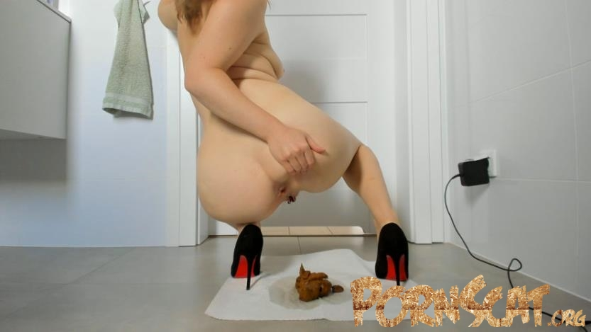 Young sexy lady shitting in high heels [UltraHD/4K / 2020]